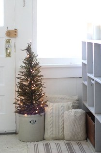 Totally Inspiring Farmhouse Christmas Decoration Ideas To Makes Your Home Stands Out 25