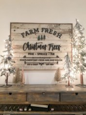 Totally Inspiring Farmhouse Christmas Decoration Ideas To Makes Your Home Stands Out 27