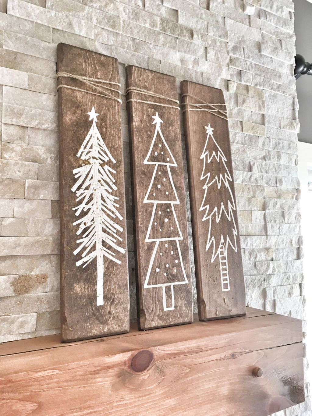 Totally Inspiring Farmhouse Christmas Decoration Ideas To Makes Your Home Stands Out 42