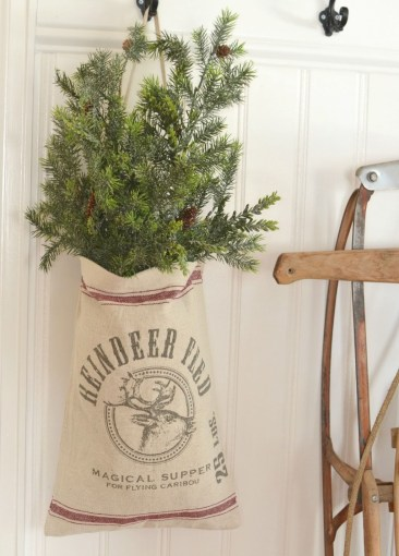 Totally Inspiring Farmhouse Christmas Decoration Ideas To Makes Your Home Stands Out 47