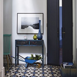 38 Brilliant Hallway Storage Decoration Ideas04