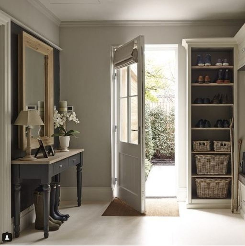 38 Brilliant Hallway Storage Decoration Ideas10
