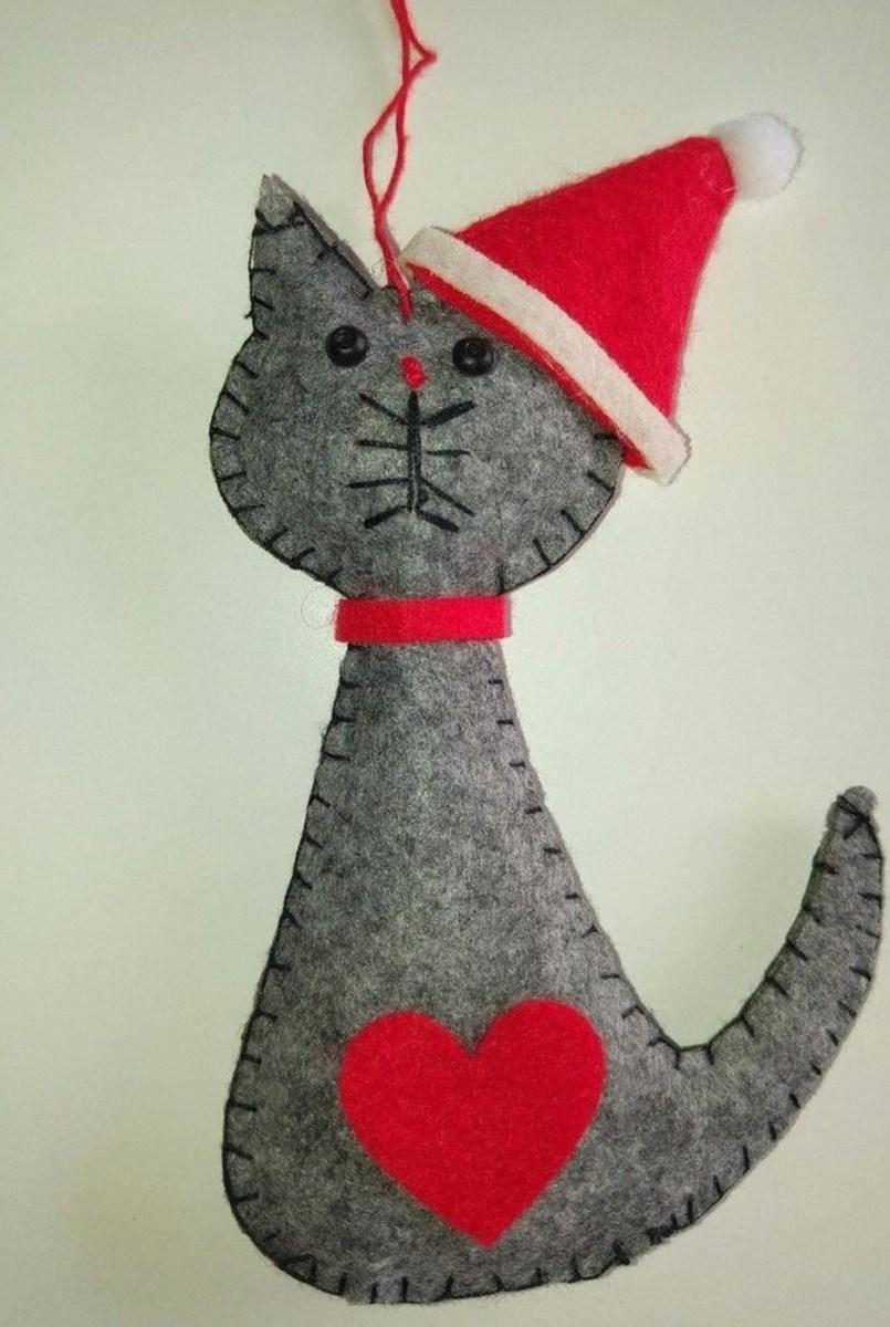39 Brilliant Ideas How To Use Felt Ornaments For Christmas Tree Decoration 27