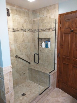 Cool Small Master Bathroom Remodel Ideas 36