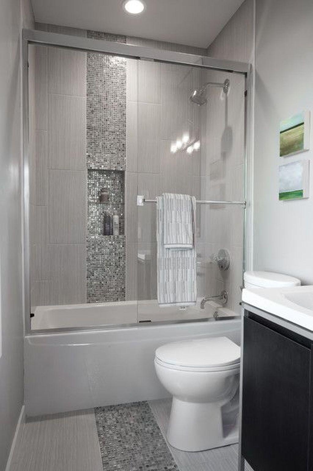 Cool Small Master Bathroom Remodel Ideas 48