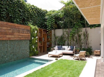 Incredible Small Backyard Garden Ideas 24