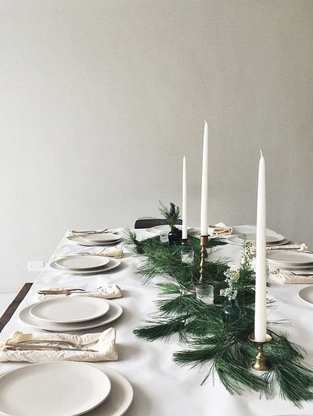 Amazing Winter Table Decoration Ideas 43