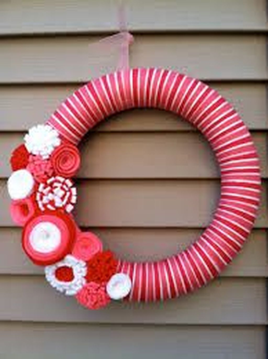 Cool And Cozy Red Valentines Day Decoration Ideas 21