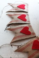 Cool And Cozy Red Valentines Day Decoration Ideas 31