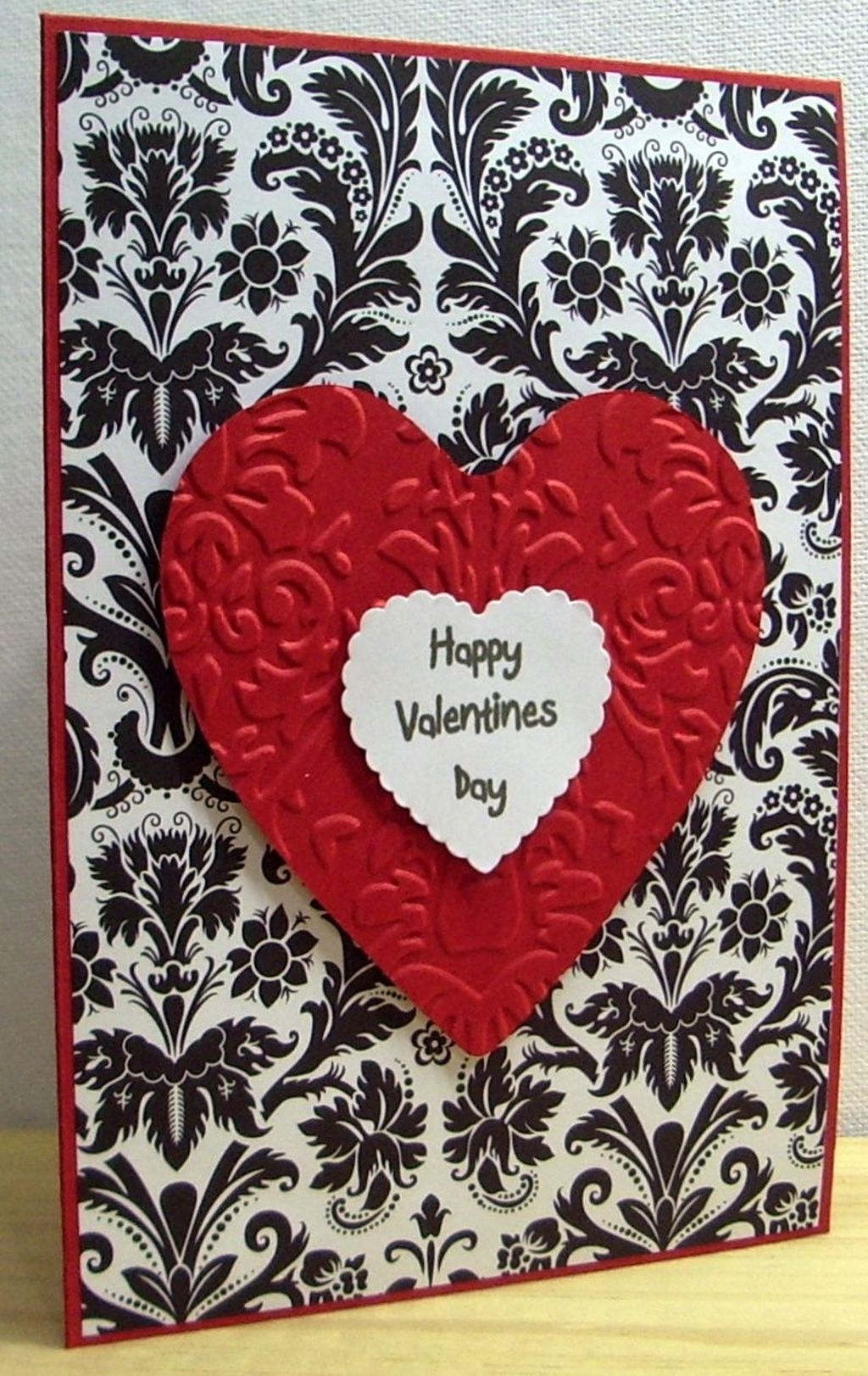 Cool And Cozy Red Valentines Day Decoration Ideas 36