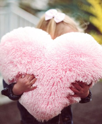 Cute Pink Valentines Day Decoration Ideas For Your Home 19