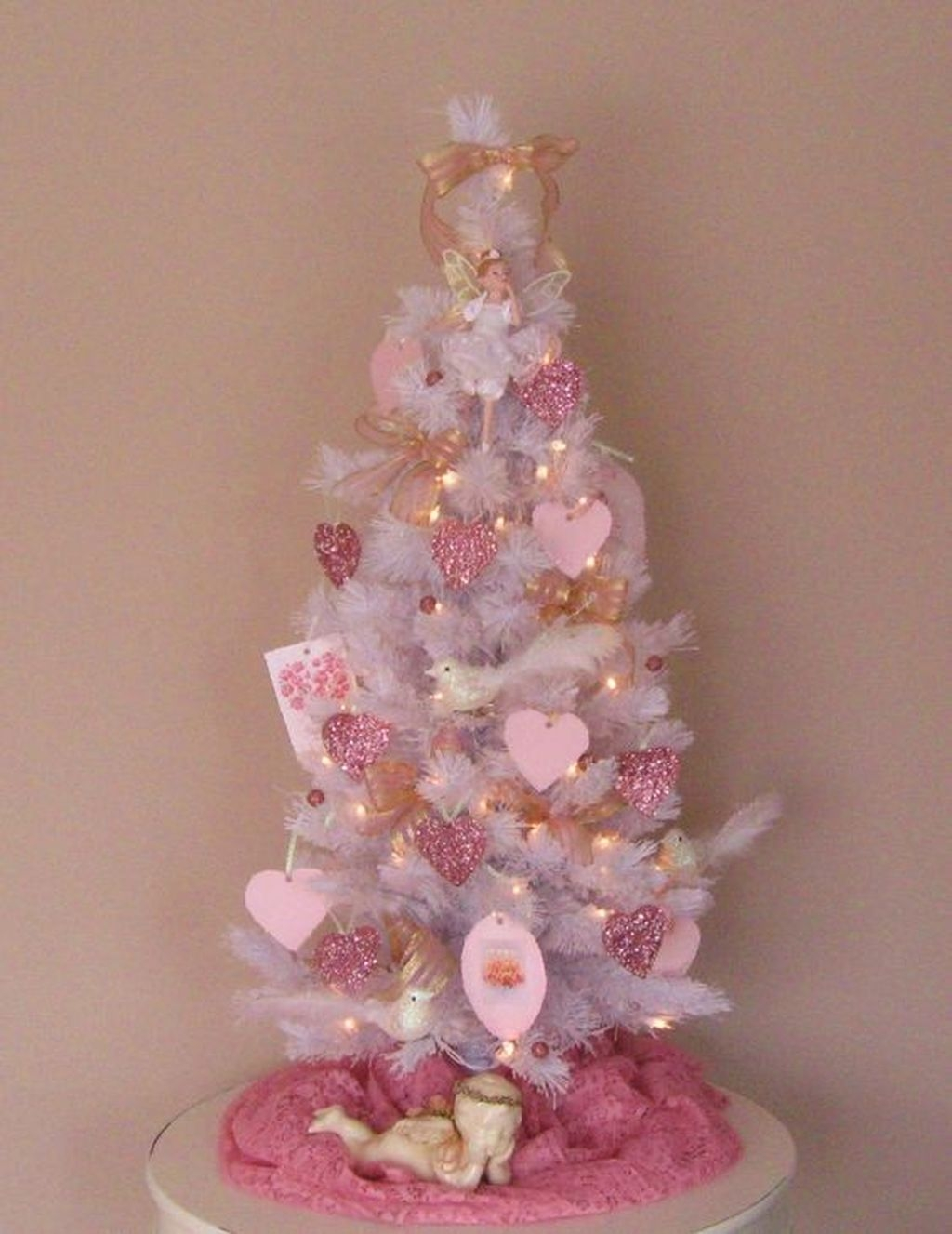 Cute Pink Valentines Day Decoration Ideas For Your Home 32