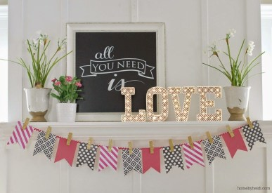 Inspiring Valentines Day Fireplace Decoration Ideas 03
