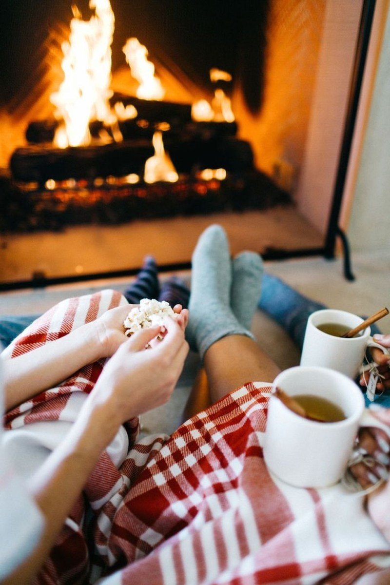 Inspiring Valentines Day Fireplace Decoration Ideas 36