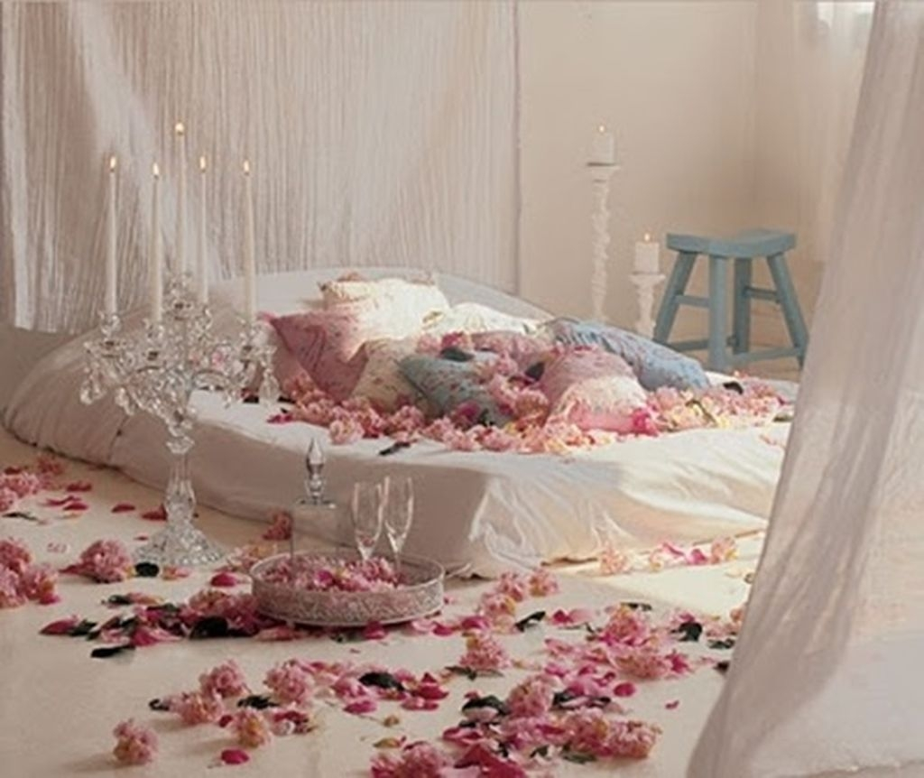 Romantic Valentines Bedroom Decoration Ideas 11