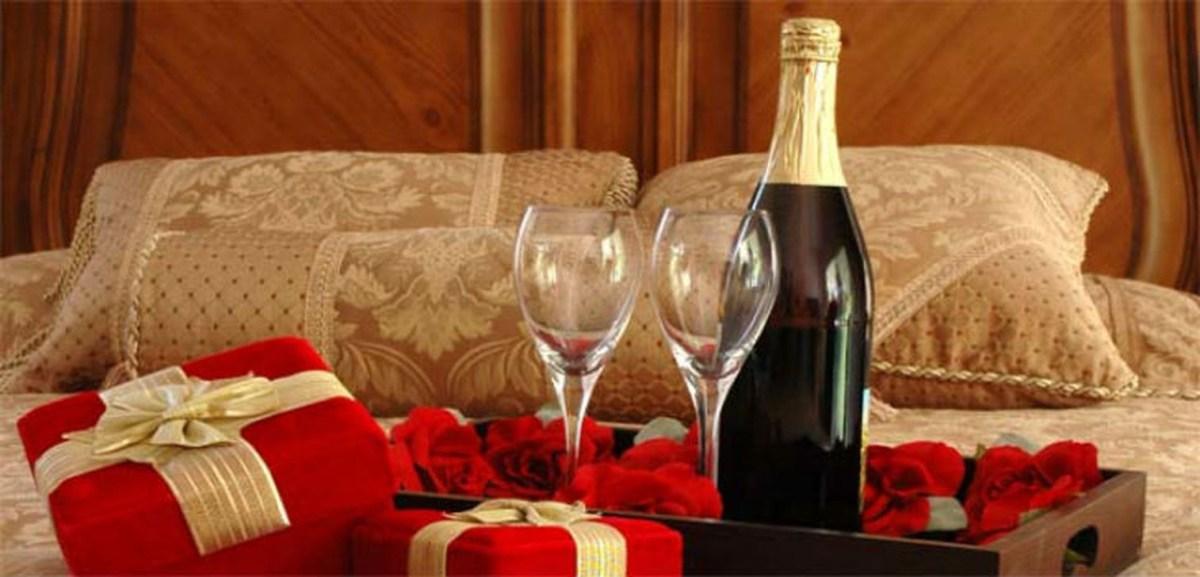 Romantic Valentines Bedroom Decoration Ideas 13