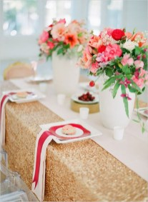 Romantic Valentines Day Dining Room Decoration Ideas 23
