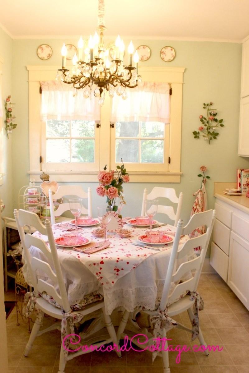 Romantic Valentines Day Dining Room Decoration Ideas 35