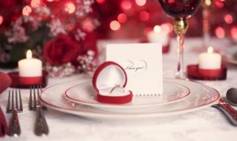 Romantic Valentines Day Dining Room Decoration Ideas 43