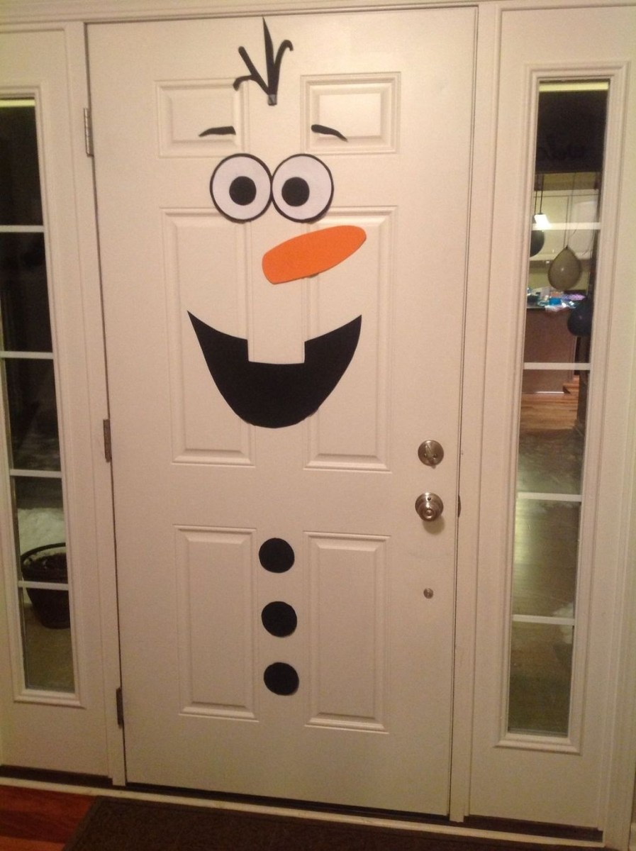 Stunning Front Door Decoration Ideas For Winter 23