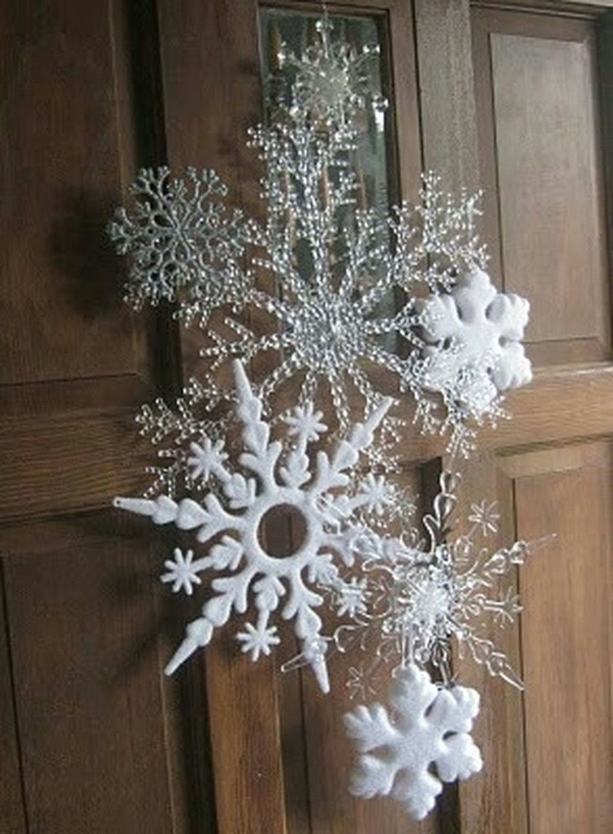 Stunning Front Door Decoration Ideas For Winter 24