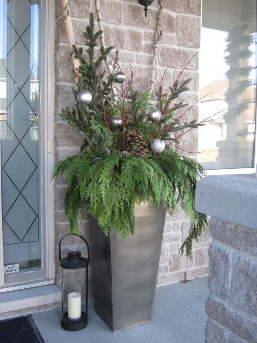 Stunning Front Door Decoration Ideas For Winter 35