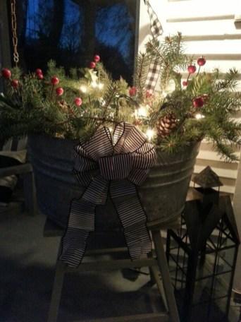 Totally Adorable Winter Porch Decoration Ideas 26