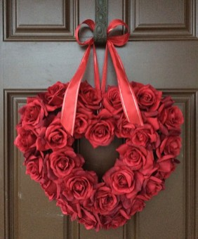 Totally Adorable Wreath Ideas For Valentines Day 34