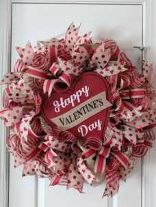 Totally Adorable Wreath Ideas For Valentines Day 44