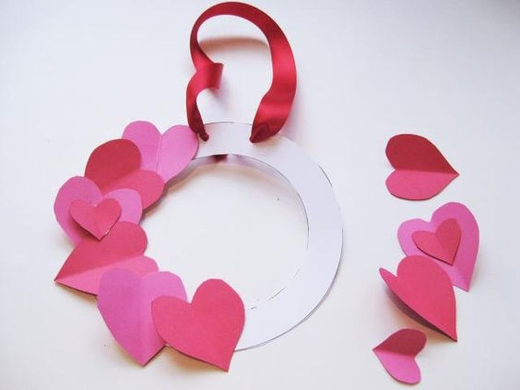 Totally Adorable Wreath Ideas For Valentines Day 45