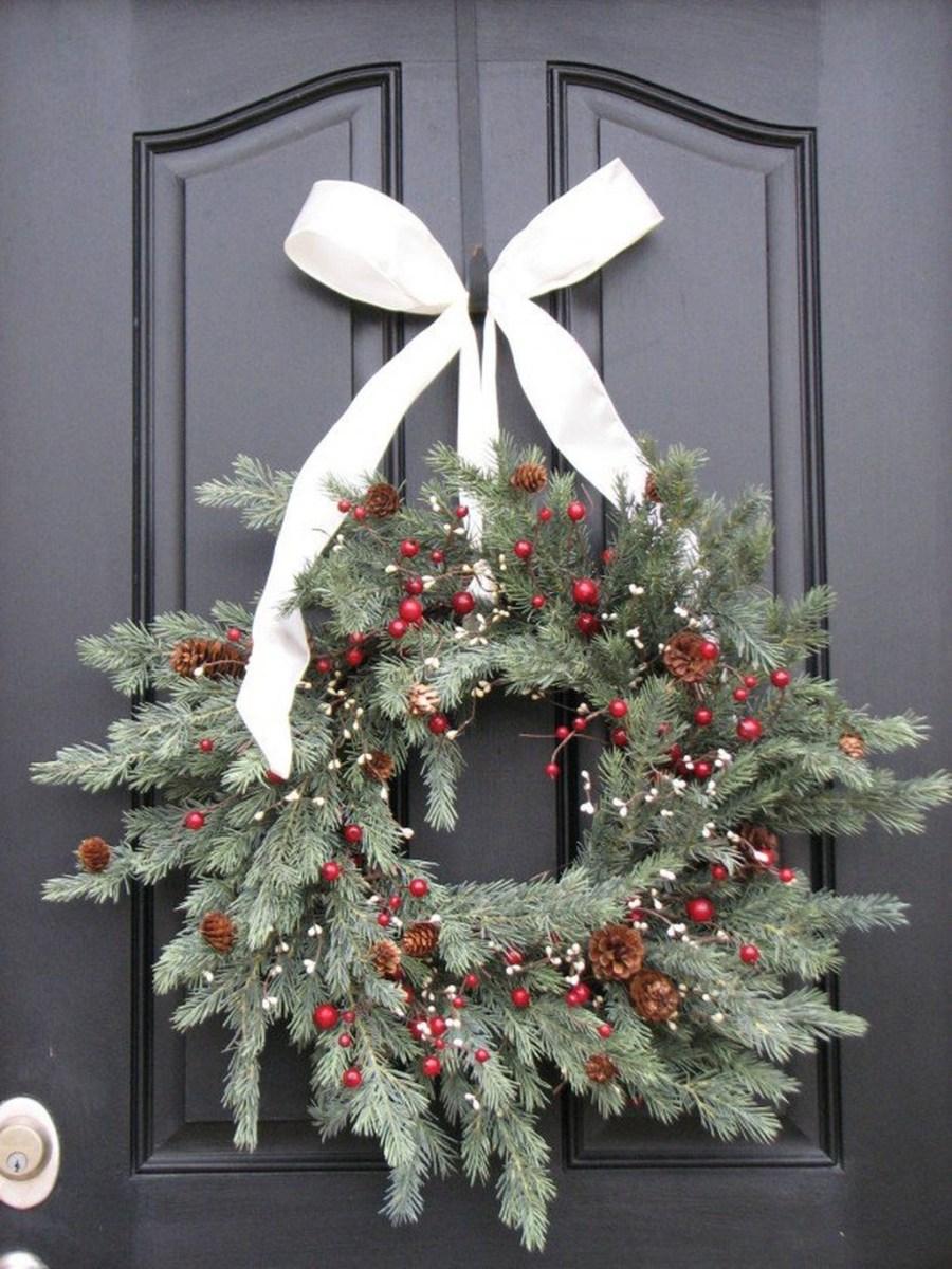 Totally Inspiring Winter Door Decoration Ideas 03