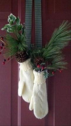 Totally Inspiring Winter Door Decoration Ideas 07