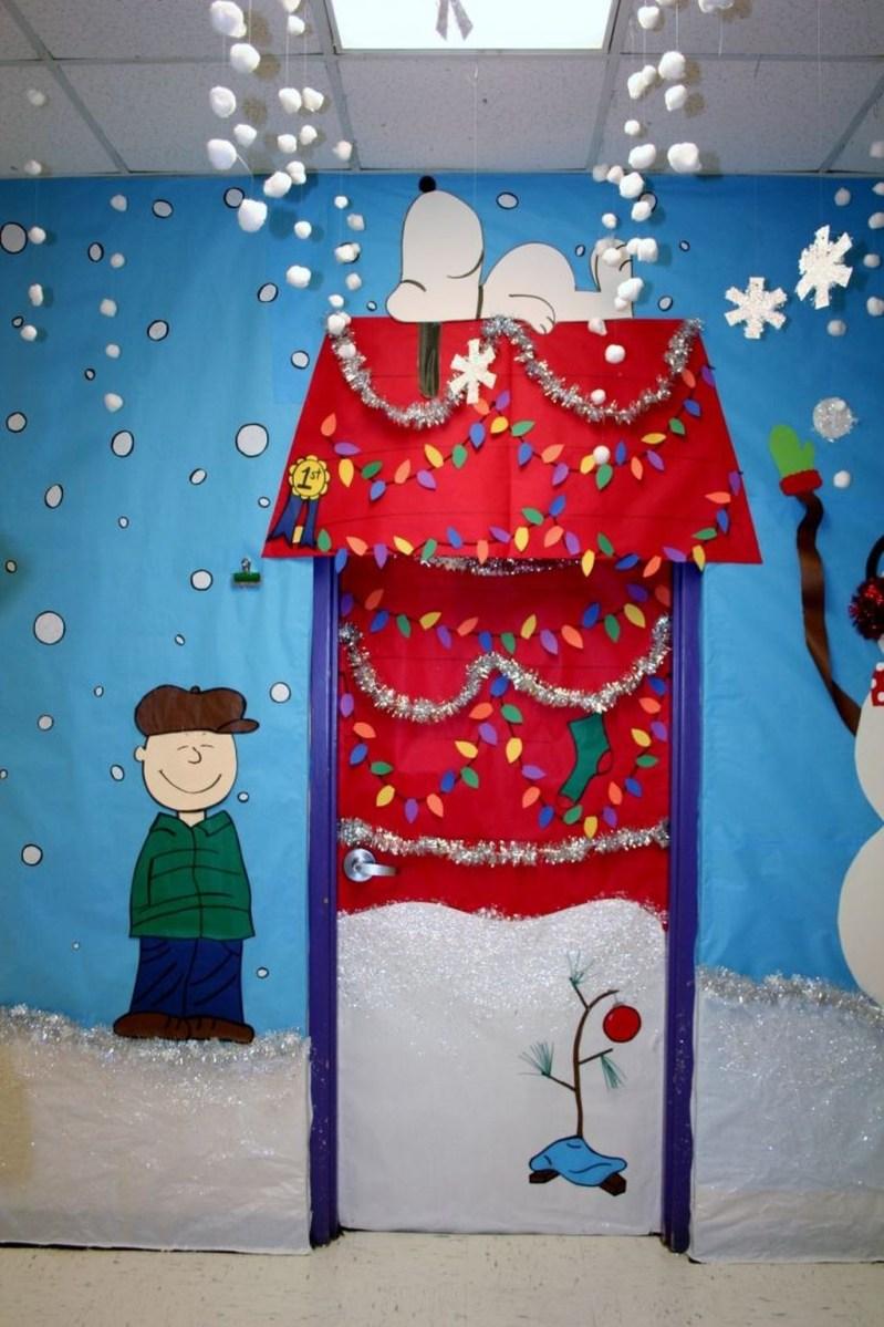Totally Inspiring Winter Door Decoration Ideas 21