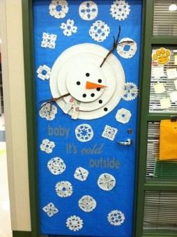 Totally Inspiring Winter Door Decoration Ideas 27