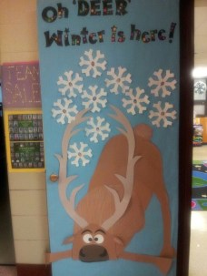 Totally Inspiring Winter Door Decoration Ideas 31