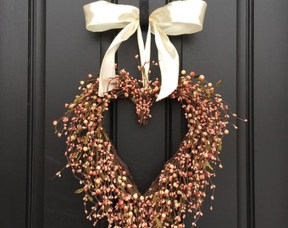 Unique Outdoor Valentine Decoration Ideas 42