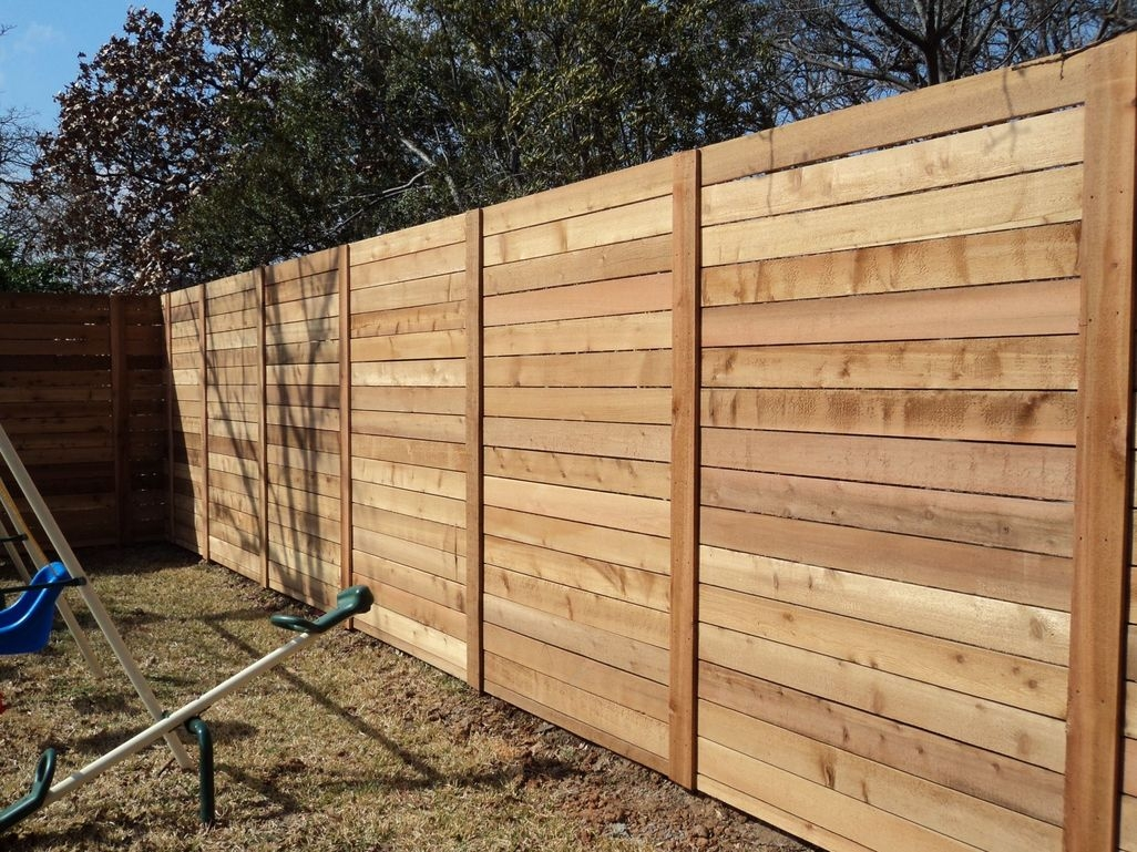 Adorable Wooden Privacy Fence Patio Backyard Landscaping Ideas 08