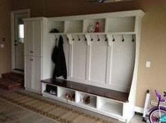 Amazing Farmhouse Entryway Mudroom Design Ideas 23
