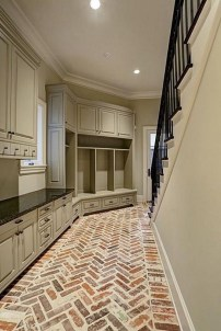 Amazing Farmhouse Entryway Mudroom Design Ideas 40