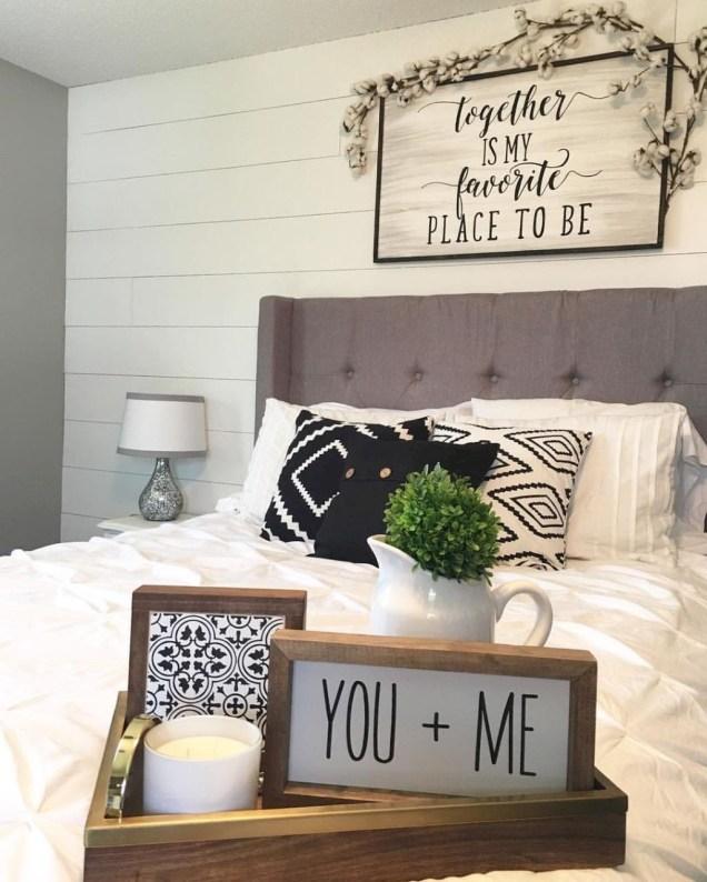 Amazing Farmhouse Style Master Bedroom Ideas 41