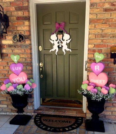 Amazing Outdoor Valentine Decoration Ideas 17