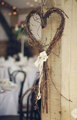 Amazing Outdoor Valentine Decoration Ideas 35