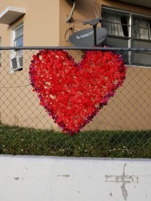 Amazing Outdoor Valentine Decoration Ideas 36