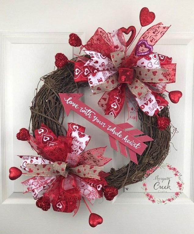 Amazing Outdoor Valentine Decoration Ideas 41