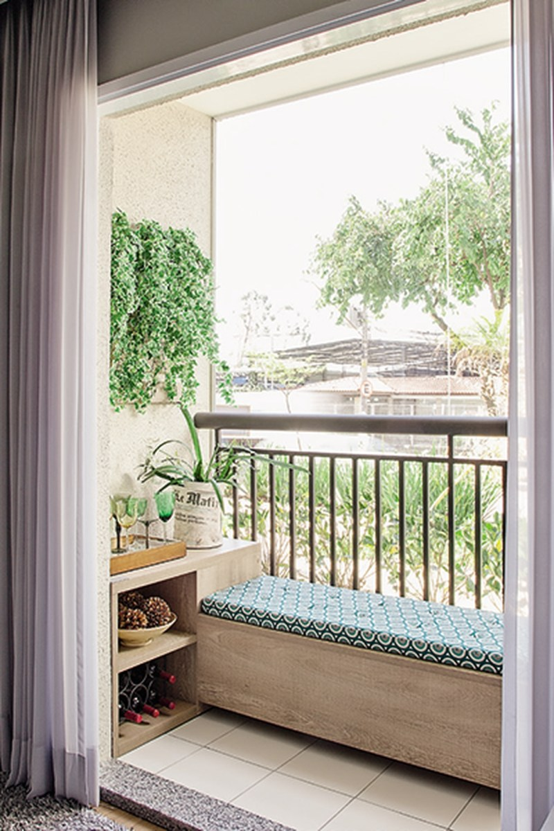 Cozy Apartment Balcony Decoration Ideas 02