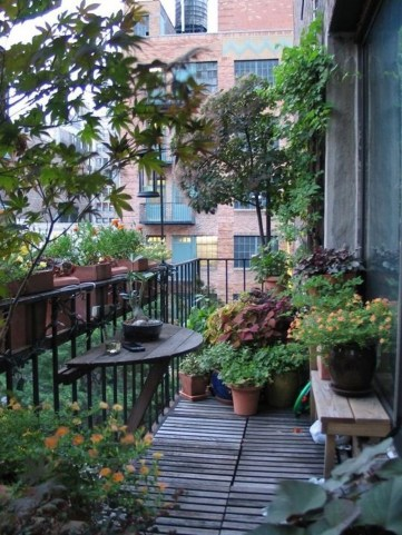 Cozy Apartment Balcony Decoration Ideas 19