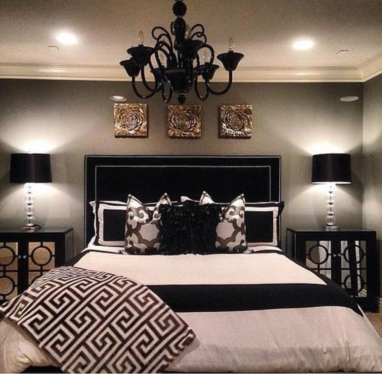 Elegant Small Master Bedroom Decoration Ideas 10