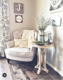 Elegant Small Master Bedroom Decoration Ideas 40