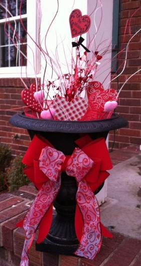 Fun And Festive Way Decorate Your Home For Valentine 18