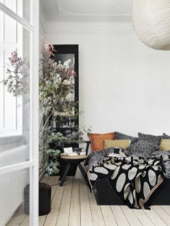 Minimalist Scandinavian Spring Decoration Ideas For Your Home 37